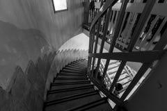Ein Schwarzweiss-Bild von Treppe mit einer Person Lizenzfreies Stockbild