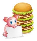 Ein Schwein, das ein leeres Papier neben einem Stapel von Burgern hält Stockfoto