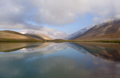 Ein See mögen ein miror in Himalaja Lizenzfreies Stockfoto
