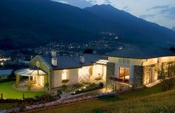Ein sehr großes neues Luxuxhaus Lizenzfreie Stockfotografie