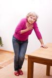 Ein Senior hat Herzschmerz Stockfotos