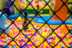 Ein Sicherheitsnetz im Spielplatzraum Lizenzfreies Stockbild