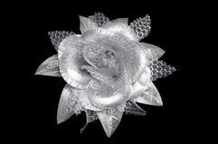 Ein silberner Blumenhaarclip für Frauen Stockfotografie