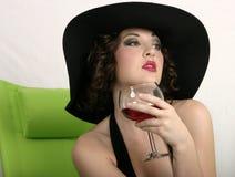 Ein Sip Wein Stockfoto