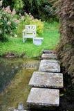Ein Sitz durch das Pool Lizenzfreies Stockfoto