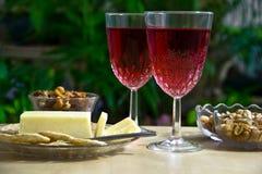 Ein Snack mit Wein für zwei Stockfotografie
