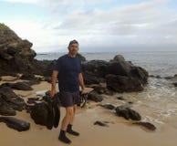 Ein Snorkeler-Satz, zum des Wassers, Kapalua-Bucht, Maui, Hawaii einzuleiten Stockfotos