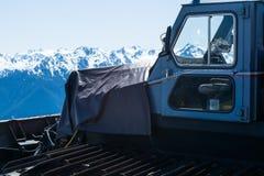 Ein snowcat sitzt Unterlassungshurrikan Ridge, Washington, US Lizenzfreie Stockbilder
