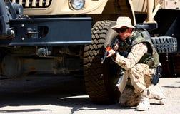 Ein Soldat im Freien lizenzfreie stockbilder