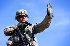 Ein Soldat mit Gewehr Stockbild