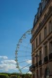 Ein Sommer Funfair in den Tuileries-Gärten, in der Mitte der Gleichheit lizenzfreie stockfotos