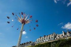 Ein Sommer Funfair in den Tuileries-Gärten, in der Mitte der Gleichheit lizenzfreies stockbild