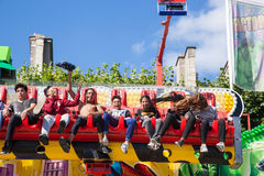 Ein Sommer Funfair in den Tuileries-Gärten, in der Mitte der Gleichheit lizenzfreie stockbilder