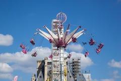 Ein Sommer Funfair in den Tuileries-Gärten, in der Mitte der Gleichheit lizenzfreies stockfoto