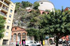 Ein Sommertag am Fuß des Schloss-Hügels in Nizza, Frankreich lizenzfreies stockfoto