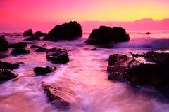 Ein Sonnenaufgang an der Seite des Strandes Stockfotografie