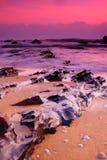 Ein Sonnenaufgang an der Seite des Strandes Stockbilder
