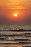 Ein Sonnenaufgang im Meer Lizenzfreie Stockfotografie