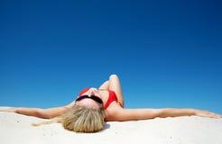 Ein Sonnenbad nehmen Lizenzfreies Stockfoto