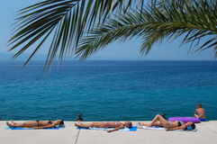 Ein Sonnenbad nehmen in Kroatien Lizenzfreie Stockfotos
