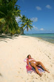 Ein Sonnenbad nehmende 2 Stockfoto