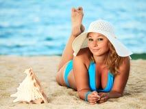 Ein Sonnenbad nehmende Frau Lizenzfreies Stockbild