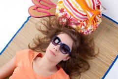 Ein Sonnenbad nehmende Frau. Stockfotos