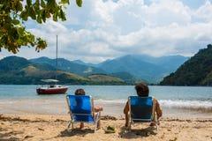 Ein Sonnenbad nehmende Paare Tropisches Abenteuer Rio tun Janeiro Brasilien stockbild