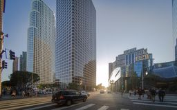 Ein Sonnenuntergang in Los Angeles in die Stadt lizenzfreie stockbilder