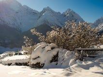 Ein sonniger Morgen in den Schweizer Alpen Stockbilder