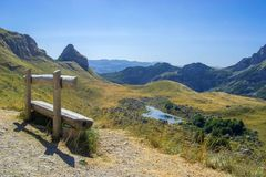 Ein sonniger Tag in den Bergen Stockfotos
