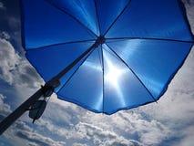 Ein sonniger Tag am Strand Stockbild
