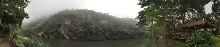 Ein Spaziergang auf dem Fluss Kwai Lizenzfreie Stockbilder