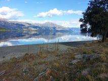 Ein Spiegel mehr als ein See lizenzfreie stockfotos
