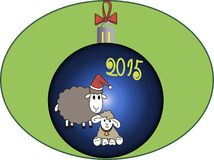 Ein Spielzeug auf einem Pelzbaum mit Porzellan Santa Claus und Tannenbaum Schafe mit Lamm Lizenzfreie Stockbilder