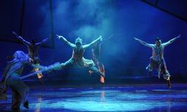 Ein springendes Pferd - das Tanzdrama die Legende der Kondor-Helden Stockbilder