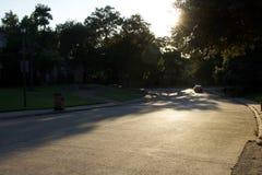 Ein städtisches, Landschaft beleuchtete im Sonnenlicht aufschlussreiche Schatten Lizenzfreie Stockfotografie