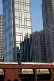 Ein städtisches Stadtbild mit Wolkenkratzern und Serie Lizenzfreies Stockfoto
