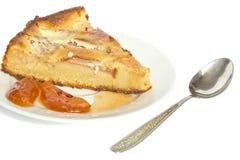 Ein Stück Apfelkuchen stockbilder