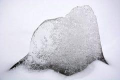 Ein Stück Eis an der Wintersaison Stockfotos