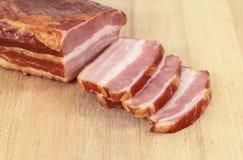 Ein Stück rohes geräuchertes Fleisch Lizenzfreies Stockbild