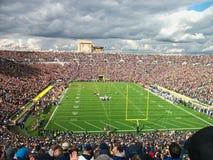 ein Stadion voll von Leuten lizenzfreie stockfotografie