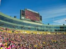 ein Stadion voll von Leuten lizenzfreie stockfotos