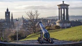 Ein Stadtbild, das unten auf Edinburgh schaut Lizenzfreie Stockfotos