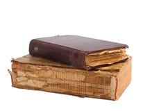 Ein Stapel alte Bücher mit Golddem stempeln Stockbild