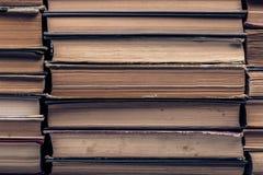 Ein Stapel alte zerlumpte Bücher Stockfotografie