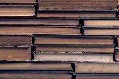 Ein Stapel alte zerlumpte Bücher Lizenzfreies Stockfoto