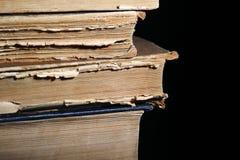Ein Stapel der alten Bücher Stockfotos