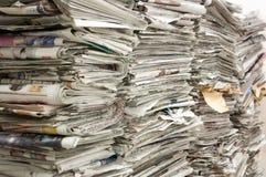 Ein Stapel der alten Zeitungen Lizenzfreies Stockbild