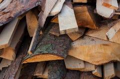 Ein Stapel des Brennholzes Stockbilder